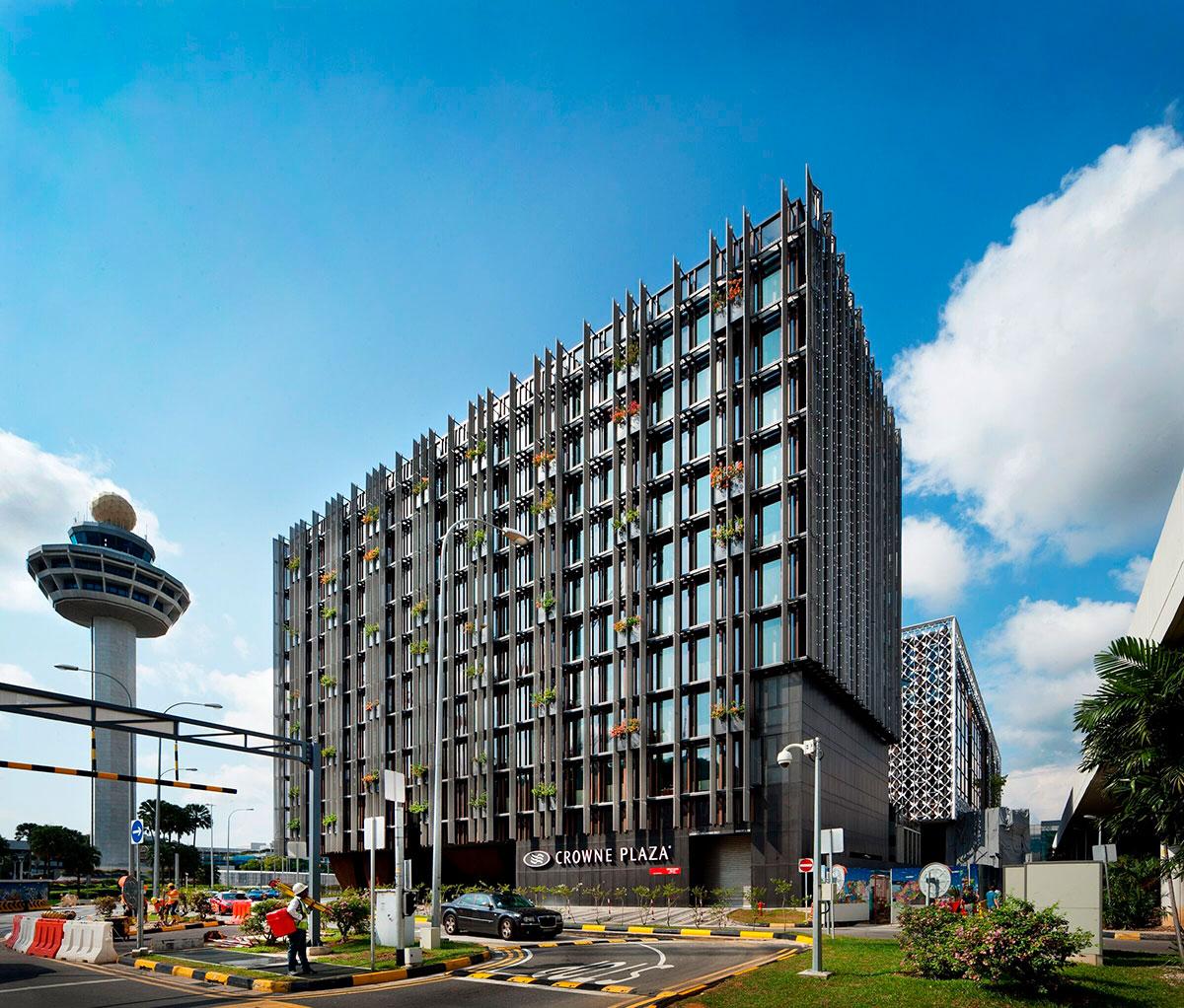 CROWNE-PLAZA-HOTEL-2